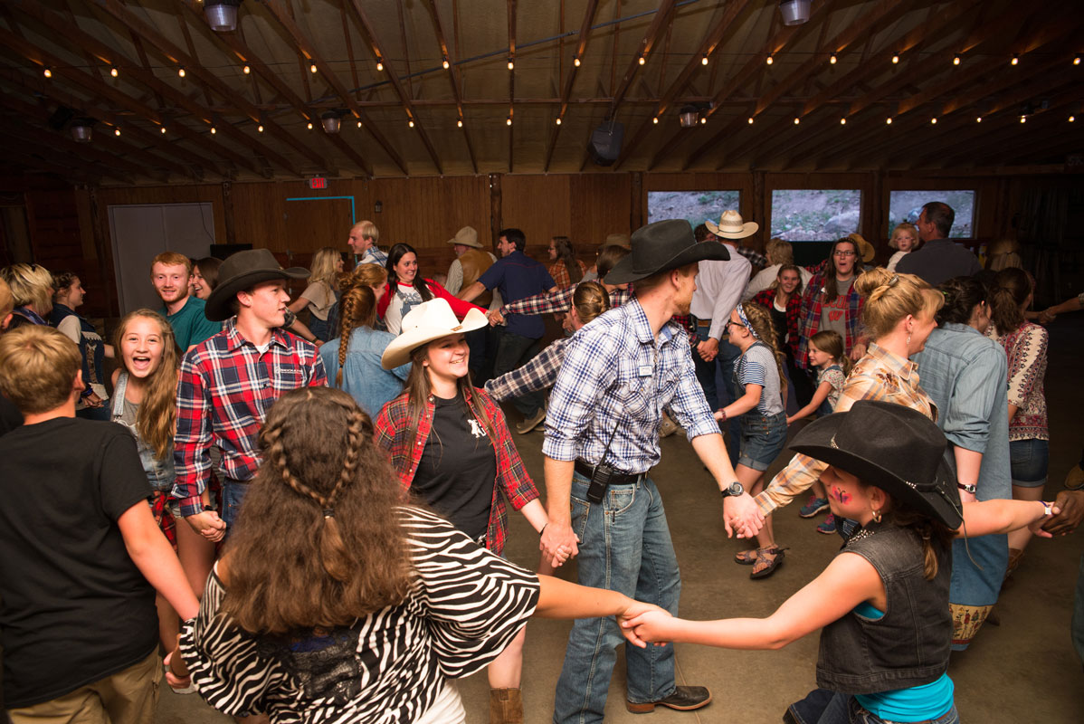 Family horn creek barn dance